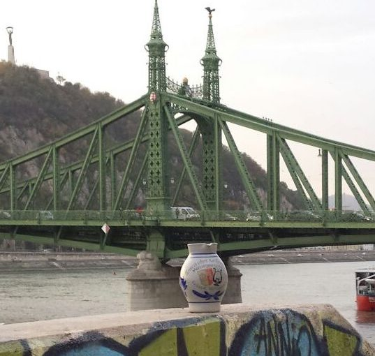 Bargener Moschtkrug in Ungarns Hauptstadt gelandet – Donau trägt Krug nach Budapest