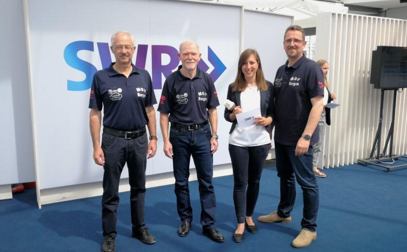 """Radiomacher von Moschtkrugreise begeistert – SWR-Maimarktradio lädt MGV Bargen in das """"Gläserne Studio"""" ein"""
