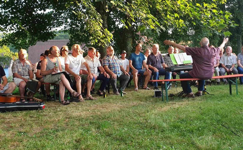 Open-Air Singstunde unter der Sängerlinde